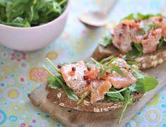 Tartines de saumon, roquette et baies rosesVoir la recette des Tartines de saumon, roquette et baies roses