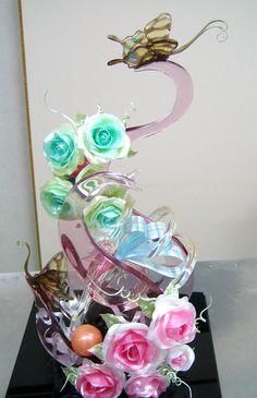 このバラ、実は飴細工なんです。食べるのもったいないけど食べたい、、、