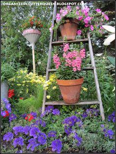 Organized Clutter: The Front Yard Flower Border - Vertical Interest with a Step Ladder Garden Ladder, Garden Junk, Garden Cottage, Old Trees, Rustic Gardens, Garden Structures, Surfers, Flower Beds, Container Gardening