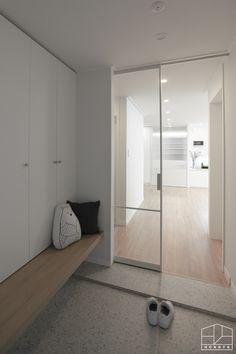 Entrance Design, House Entrance, Minimalist Room, Japanese Interior, Home Upgrades, Apartment Interior, House Rooms, Home Interior Design, House Design