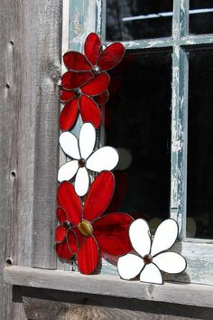 I think I'll do this using bluebonnets on the window frame in the guest room! Stained Glass Suncatchers, Stained Glass Designs, Stained Glass Projects, Stained Glass Patterns, Stained Glass Flowers, Stained Glass Panels, Leaded Glass, Stained Glass Art, Window Glass