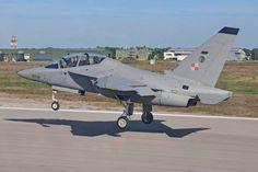 Les deux premiers aéronefs écoles Leonardo Aermacchi ont été livré à la  base d'entraînement de la Force aérienne polonaise de Deblin.