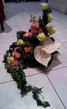 kompozycje funeralne - Szukaj w Google Funeral Floral Arrangements, Flower Arrangements, Arte Floral, Sympathy Flowers, Church Design, Kirchen, Ikebana, Food Design, Craft Fairs