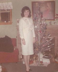 Christmas tree is one of the most important ornaments for Christmas. Of course, most of us always want to pose next to for photographing onc...