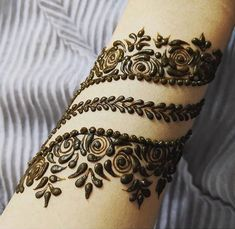 Latest Amazing Mehndi Designs For Parties Hello Guys! here you will see Latest Mehndi Designs with Amazing Patterns for your Hands and. Henna Hand Designs, Mehndi Designs Finger, Henna Tattoo Designs Simple, Mehndi Designs Book, Mehndi Design Pictures, Modern Mehndi Designs, Mehndi Designs For Girls, Mehndi Designs For Beginners, Mehndi Designs For Fingers