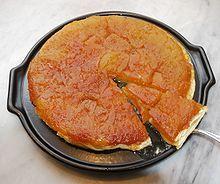 Tarte Tatin – Wikipedia - Apfel-(oder anderes Obst)Karamell-Schicht und kopfüber gebacken mit Mürbe- oder Blätterteig :) - http://lovemykitchen.de/