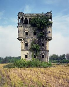 destroyed-and-abandoned: House - photographed by Yu Ogata & Ichiro Ogata Ono Abandoned Buildings, Abandoned Castles, Abandoned Mansions, Old Buildings, Abandoned Places, Beautiful Buildings, Beautiful Places, Beautiful Ruins, Beautiful Castles