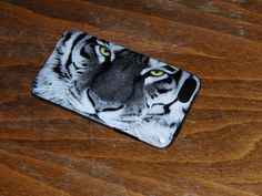 Tiger phone case from the Roland Forum