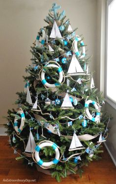 Unique-Ways-to-Decorate-a-Nautical-Christmas-Tree-AnExtraordinaryDay.net_
