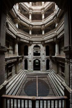 Adalaj Stepwell, Gujarat, India photographed by Lord Indian Temple Architecture, India Architecture, Ancient Architecture, Amazing Architecture, Gothic Architecture, Temple India, People Come And Go, Environment Concept Art, Secret Places
