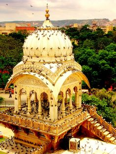 Las palomas que invaden Templo Birla en Jaipur, India Places Around The World, Oh The Places You'll Go, Places To Travel, Places To Visit, Around The Worlds, Tourist Places, Beautiful World, Beautiful Places, Amazing Places