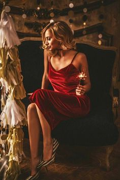 Ideas for fashion photography poses dresses photoshoot Fashion Photography Poses, Portrait Photography, Winter Photos, Girl Photos, Lady In Red, Ideas Navidad, Sapphire, Holiday, Girls