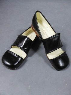 An André Courrèges Couture Pair of Shoes Circa 1960s Fashion, Fashion Fashion, Runway Fashion, Vintage Fashion, Fashion Trends, Lv Handbags, Fashion Handbags, Black Leather Heels, Leather Shoes