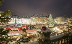 2017-Christmas Market, Nov. 24-Jan. 6, 2018, open daily,  10 a.m. to 7 p.m.; Dec. 1, 10 a.m.-midnight; Dec. 24, 10 a.m.-2 p.m.; Dec. 31, 10 a.m.-6 p.m.; Jan. 1, 2018, noon-7 p.m.;  Dec. 25, closed;  in Bolzano, Piazza Walther.  More than 80 stallholders in their typical little huts offer traditional seasonal gifts (handmade wooden, glass and ceramic products along with Christmas tree decorations, delicious seasonal pastries and many original gifts), plenty of food specialties.