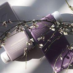 Kakadu-luumun uute täydellistää ihanan kosteuttavat ja C-vitamiinirikkaat HYDRATE-ME.WASH ja RINSE-tuotteet jotka sopivat päivittäiseen pesuun kaikille hiustyypeille. Hae omat uudet suosikkisi KEVIN.MURPHY-kampaamostasi!! #lovekm #lovekevinmurphy #kampaamotuotteet #kevinmurphykampaamo #framedaprofessional @frameda.fi