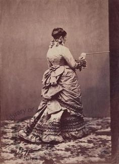 """It appears that many of you who are """"busty lasses"""" — larger than size 18 — and plus-size need to know more about historical patterns suitable for your """"stout"""" figure and how to tr… Historical Women, Historical Clothing, Historical Photos, Victorian Women, Victorian Fashion, Victorian Era, Victorian Hair, Vintage Fashion, Vintage Photographs"""