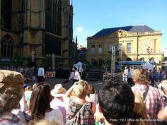 Hop Hop Hop, le festival incontournable des arts de rue avec de  surprenants spectacles vivants gratuits et pour tous. De la chanson loufoque, de la danse jonglée, de la performance impayable et surtout de quoi vous surprendre.