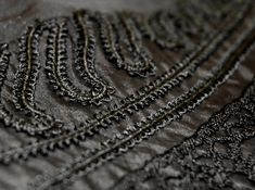 Stofversiering met band en kant op dit jasje uit ca. Black embroidery ca. 1890 on this Victorian bodice. Bodice, Gloves, Victorian, Embroidery, Band, Leather, Fashion, Moda, Sash