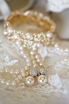 Roses and Pearls for my dream wedding. @lechateau