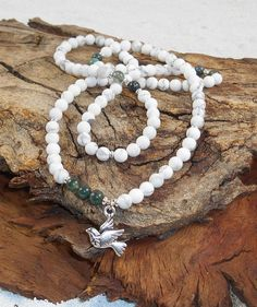 108 Mala Howlite Bracelet, Moss Agate Beads, White Necklace, 6mm Wrist Mala Beads, Yoga Necklace, Healing Jewelry, Malas 108 Gemstone, Peace de MainaShiki en Etsy