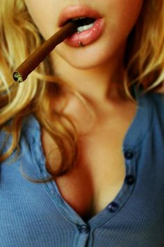 babe with blunt