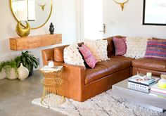 Interior Design Ideas for Your Living Room - Thrifty Home Decor Decor, Living Room Inspiration, Family Room Design, Affordable Home Decor, Updating House, Home And Living, Vintage Leather Sofa, Home Decor, Beautiful Living Rooms