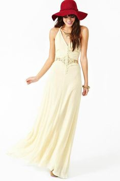 Maxi dress and hat perfect for summer