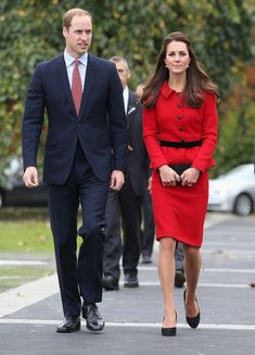 Catherine Duchess of Cambridge and Prince William, Duke of Cambridge arrive to visit the Botanical Gardens on April 14, 2014 in Christchurch, New Zealand