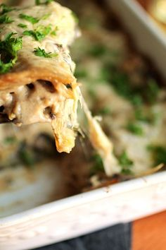 This mushroom and spinach lasagna is the ultimate comfort food - creamy, cheesy, and full of flavor! Easy to make in advance and freeze. Lasagna Casserole, Vegetarian Casserole, Casserole Recipes, Veggie Recipes, Vegetarian Recipes, Dinner Recipes, Cooking Recipes, Veggie Meals, Dinner Ideas