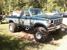 I seriously am keen on this paint color for this 1991 Classic Ford Trucks, Old Pickup Trucks, Lifted Ford Trucks, 4x4 Trucks, Diesel Trucks, Cool Trucks, Ford F150 Custom, Ford 4x4, Ford Bronco