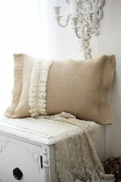 Burlap & lace pillow - must make for the living room! Burlap Projects, Burlap Crafts, Diy Projects, Burlap Pillows, Decorative Pillows, Throw Pillows, Burlap Bedroom, Couch Pillows, Bedroom Decor