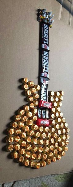 Candy guitar, maybe this is pinsperation fire a candy boom box - DIY Gifts Wedding Ideen Cute Gifts, Best Gifts, Candy Crafts, Creative Gifts, Creative Ideas, Boyfriend Gifts, Boyfriend Ideas, Gift Baskets For Boyfriend, Birthday Ideas For Boyfriend