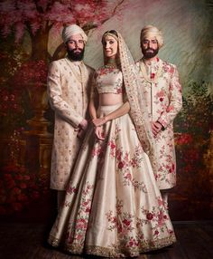 Check out Sabyasachi Bridal Lehenga designs collection that are perfect wedding lehenga for the bride to be. Look gorgeous in these elegantly crafted Sabyasachi Bridal lehengas. Indian Bridal Outfits, Indian Bridal Wear, Indian Dresses, Indian Wedding Bridesmaids, Pakistani Bridal, Pakistani Dresses, Indian Wear, Lehenga Designs, Sabyasachi Lehenga Bridal