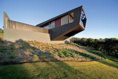A Luxurious Modern Home That Hangs Dramatically Over A Gorgeous Landscape - DesignTAXI.com