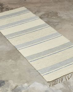 The most traditional of all cotton rugs. A perfect choice when you want to add a warm and cosy feeling to your home.