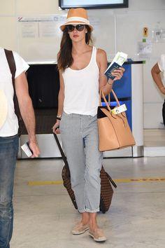Alessandra Ambrosio am Flughafen.