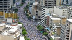 Cientos de miles de #Venezolanos en #ProtestaNacional #TomaDeCaracas exigiendo #Revocatorio contra Maduro para este año 2016. #Fuente #Diario #ABC de #España