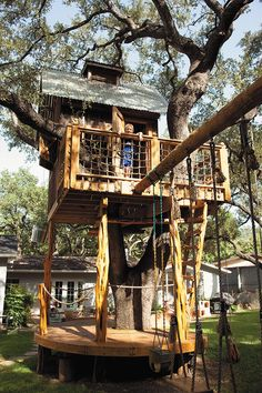 13 Of The World's Coolest Treehouses