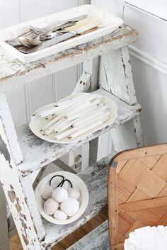 A Little Vibeke Design Old Ladder, Vintage Ladder, Small Ladder, Vibeke Design, Shabby Vintage, Vintage Decor, Shabby Chic Homes, Living Room Inspiration, White Decor