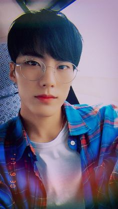 we are imfact Cute Asian Guys, Cute Korean Boys, Asian Boys, Asian Men, Cute Guys, Korean Boys Ulzzang, Ulzzang Boy, Korean Men, Korean Girl