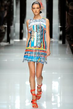 9c3d63dc75e Versace Spring 2011 Ready-to-Wear Collection Photos - Vogue Atelier Versace
