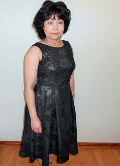 A sleeveless dress with a high front neckline and V-shaped back. Great for most occasions. Jacquard Fabric, Designer Dresses, Dress Up, Neckline, Formal Dresses, Blog, Fashion, Tea Length Formal Dresses, Moda