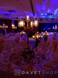 Ramada Plaza İstanbul düğün ve davetlerinizde, profesyonel ziyafet ekibiyle sizin yerinize tüm ayrıntılarla ilgilenen, son trendleri yakından takip eden bir mekandır.
