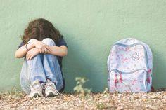 ... Expertos en educación aconsejan que los acosadores escolares convivan y aprendan de niños agredidos.