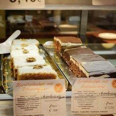 Heute gibts wie immer ganz viele frische Kuchen bei Maranhellip Krispie Treats, Rice Krispies, Kakao, Tiramisu, Ethnic Recipes, Desserts, Food, Rice Flour, Gluten Free Cakes