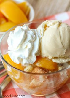 Our FAVORITE Peach Cobbler recipe! #recipe #peachcobbler { lilluna.com }
