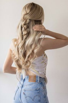 25+ Pretty Long Hairstyles To Love This Summer For All Hair Types whether curly, wavy, or straight hair | Looking for braids hairstyles, twisted ponytails, messy buns, side braids hairstyle, half updo Hairstyles to wear for school or while going out or offices? Here are my favorite long hairstyles for stunning long hair for women and teens whether brunettes or having blonde hair. #longhairstyles #longhair #hairstyles Summer Hairstyles For Medium Hair, Medium Hair Cuts, Medium Hair Styles, Short Hair Styles, Cute Bun Hairstyles, Easy Down Hairstyles, Color Fantasia, Twist Ponytail, Hair Streaks