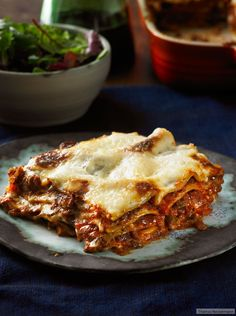Da fehlt gar nix: Veggie-Lasagne mit Champignons, Shiitake, Steinpilzen und geschmortem Gemüse.