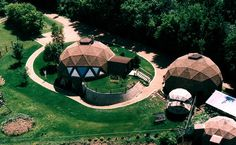 Small dome home with two domes. Monolithic Dome Homes, Geodesic Dome Homes, Hotel Floor Plan, Dome Structure, Screen House, Eco Architecture, Amazing Architecture, Natural Homes, Dome House