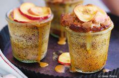 Apfel-Mohn-Küchlein mit Karamellsauce